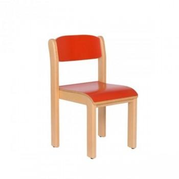 Silla apilable fabricada en madera de haya, asiento y respaldo en laminado HPL, tacos antideslizante